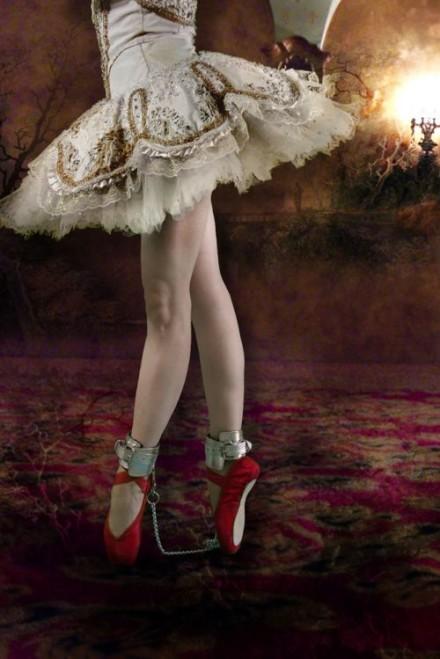 Magda Matwiejew | En Pointe @ Karen Woodbury Gallery