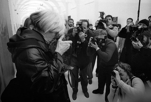 Andy-Warhol-paparazzi in 1987 at refectary palazzo della stelline