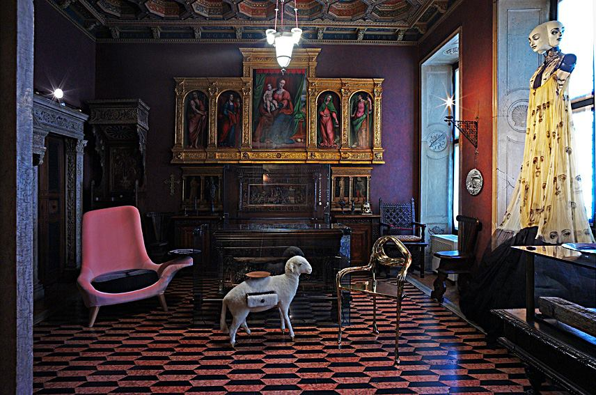 Armchair Baciamano by Nigel Coates at museo bagatti valsecchi (2)