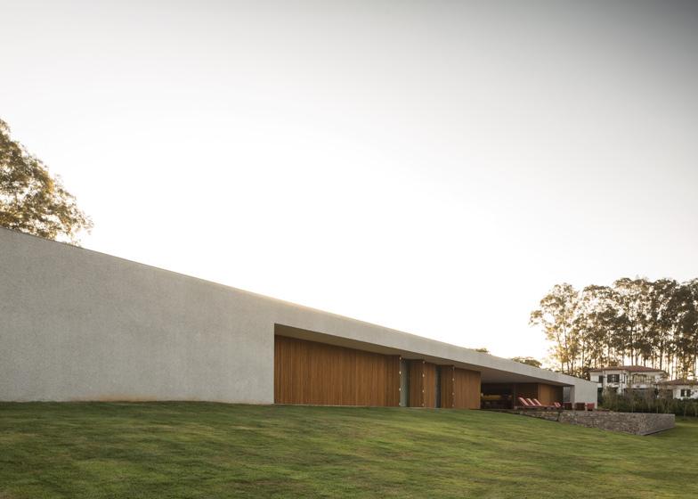 Casa-Lee-Exterior grass
