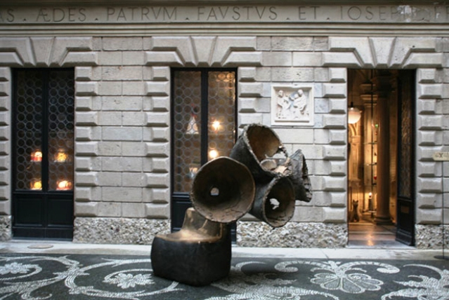 outside courtyard at museo bagatti valsecchi (2)