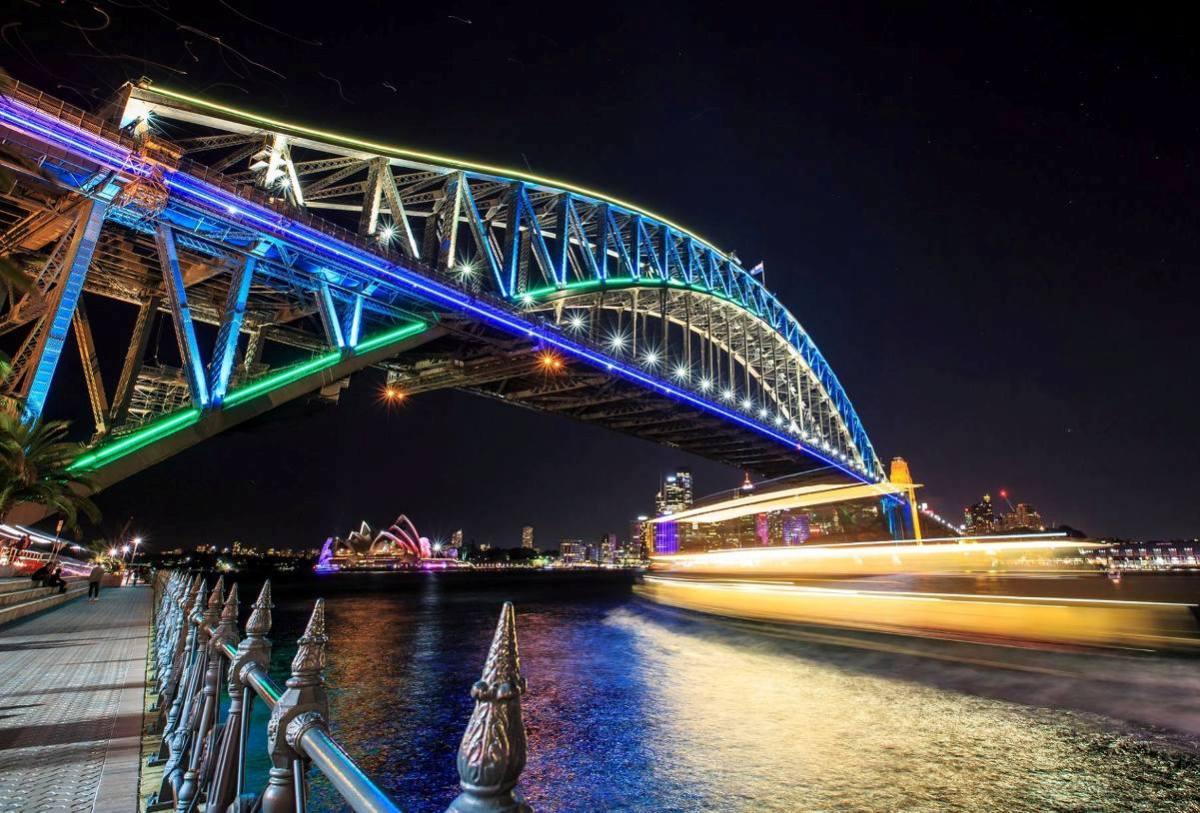 sydney harbour bridge vivid festival 2014
