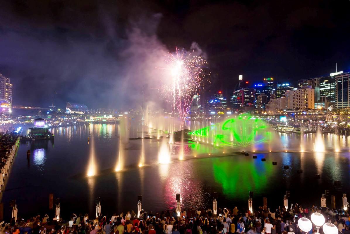 vivid lights sydney 2014 darling harbour  (6)