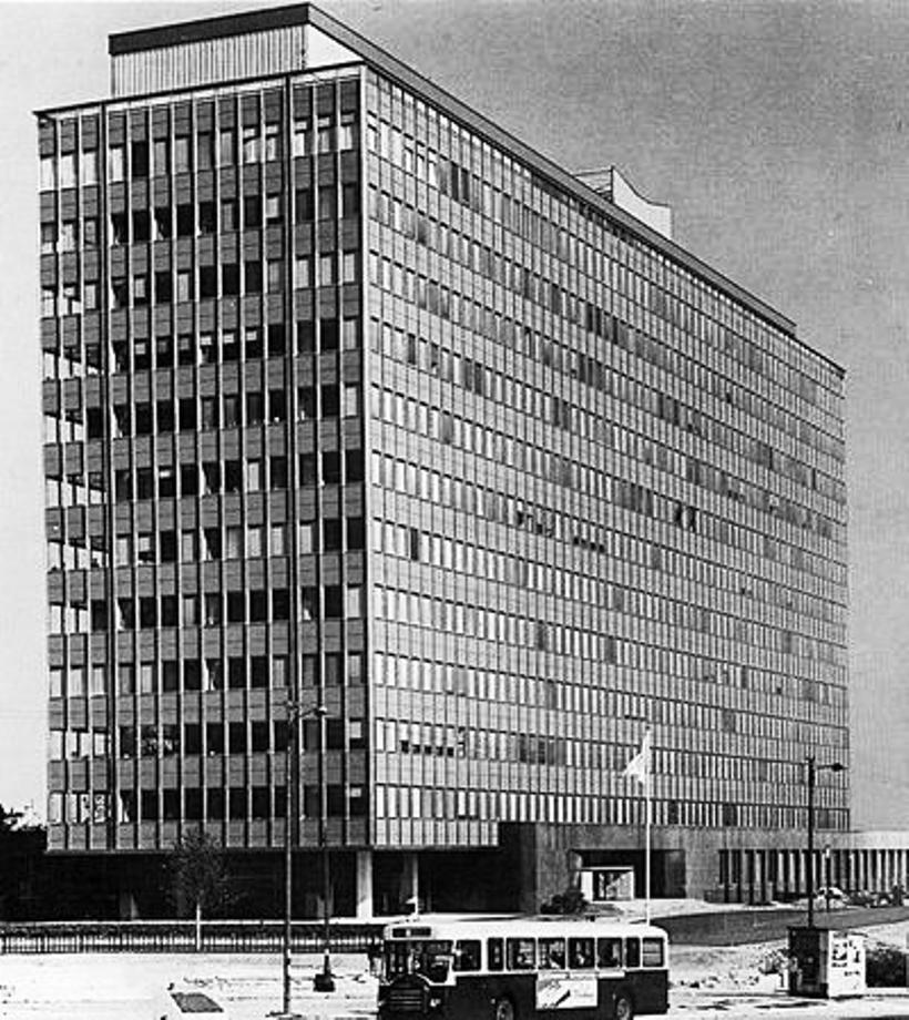 esso tower la defense 1963