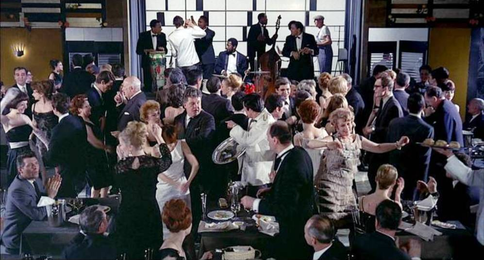 playtime jacques tati restaurant partying (1)