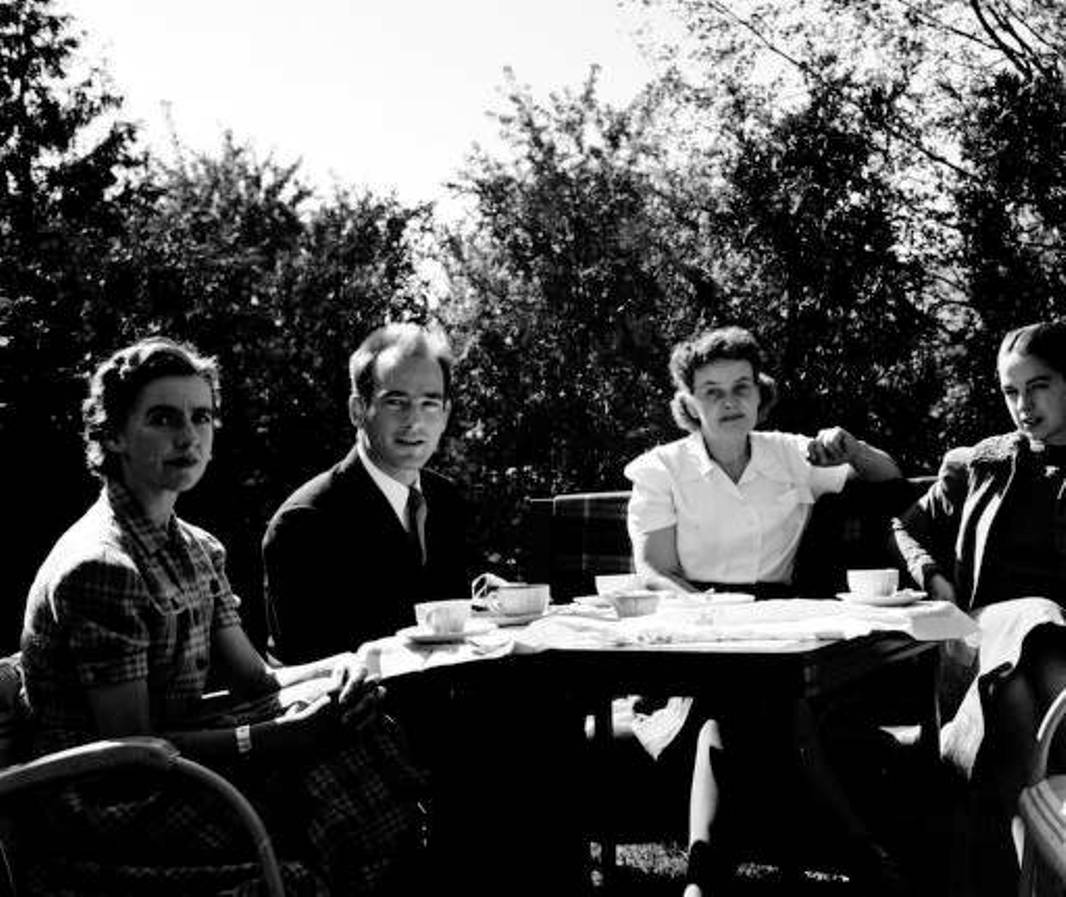 Brigitta (Valentiner) Bertoia, Harry Bertoia, Maija Grotell and Jill Mitchell September 1939