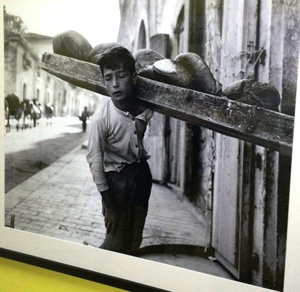 Nino Migliori, Bread delivery boy, 1956, Bologna,