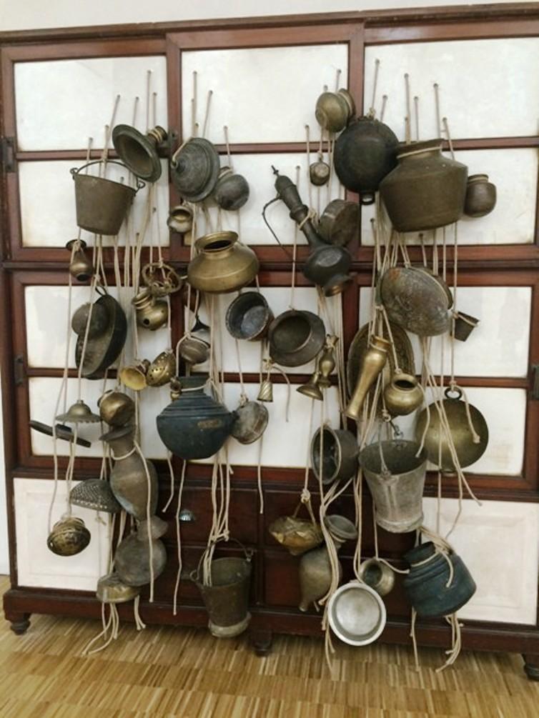 Subodh Gupta, Ancestor cupboard, 2012