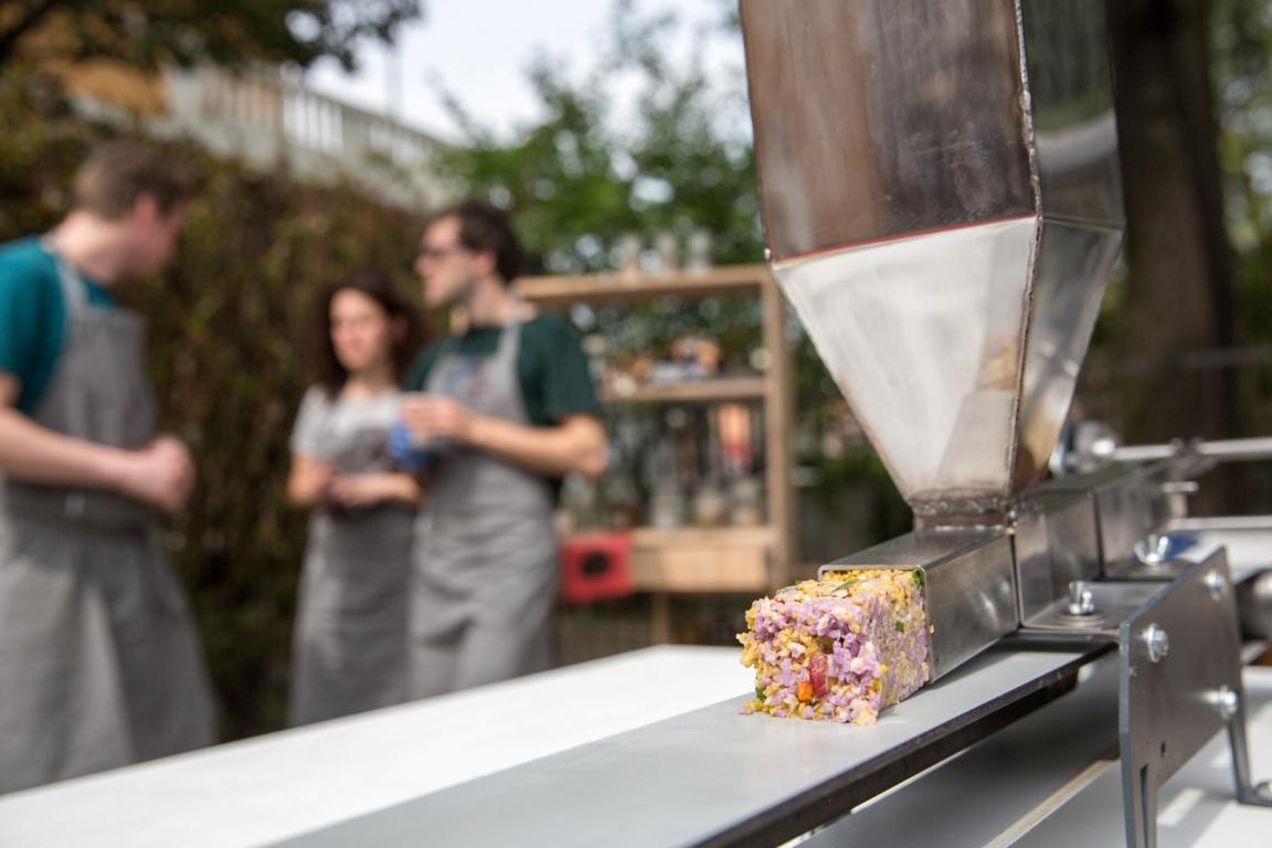 design academy eindhoven food sausage machine (1)