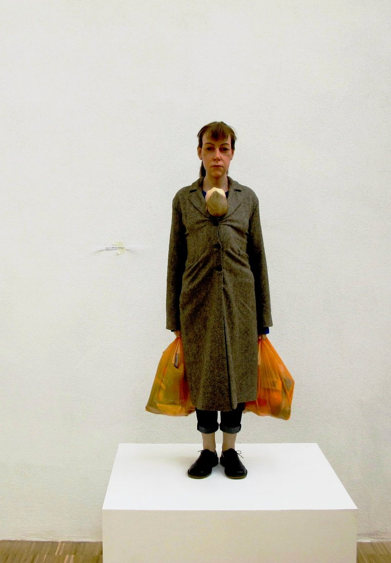 ron mueck woman with baby shopping 2013 (2)