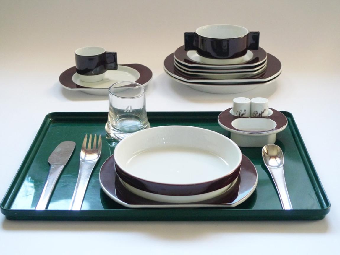 treinnale joe colombo dining tray set
