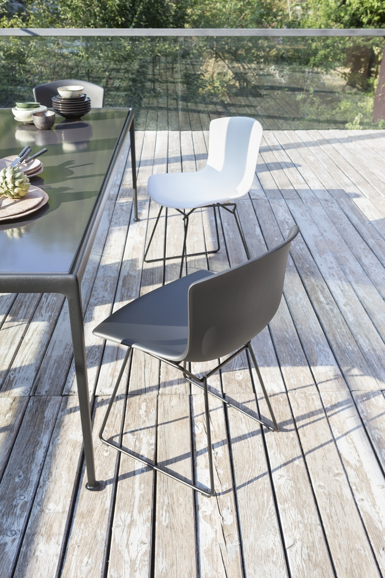 knoll bertoia plastic outdoor chairs (4)