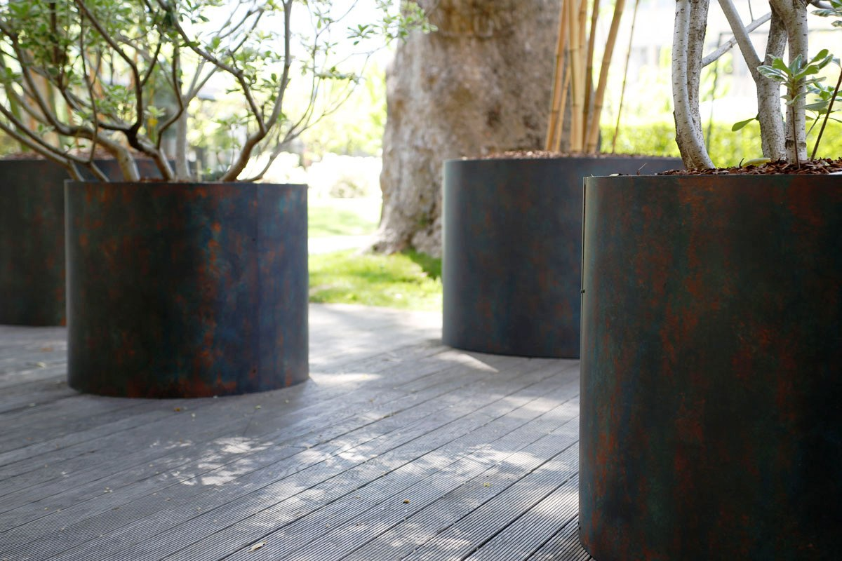 oikos paint outsoor planters