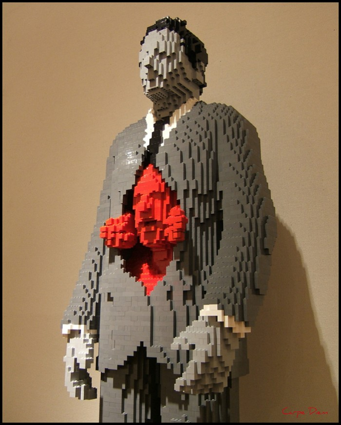ns-nathan-sawaya-artist-within-lego-700x872